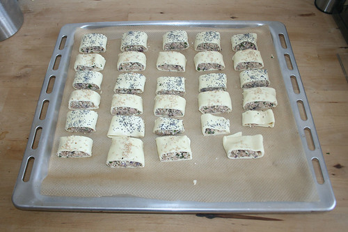 32 - Auf Backblech geben / Put on baking tray