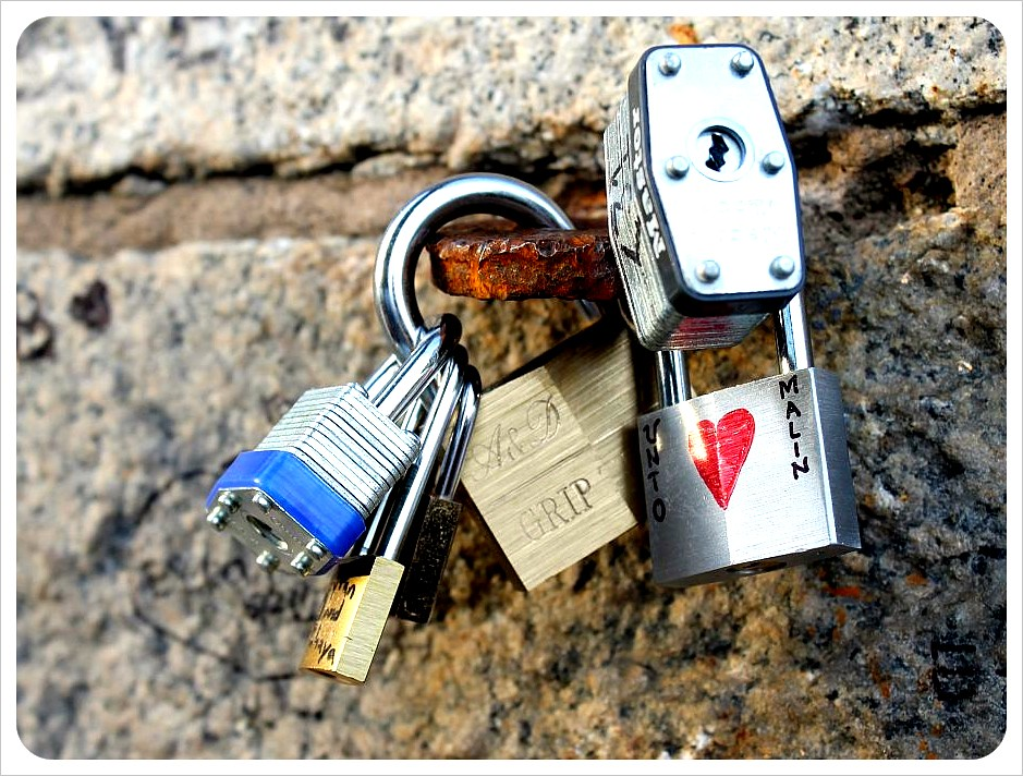 brooklyn bridge new york love locks