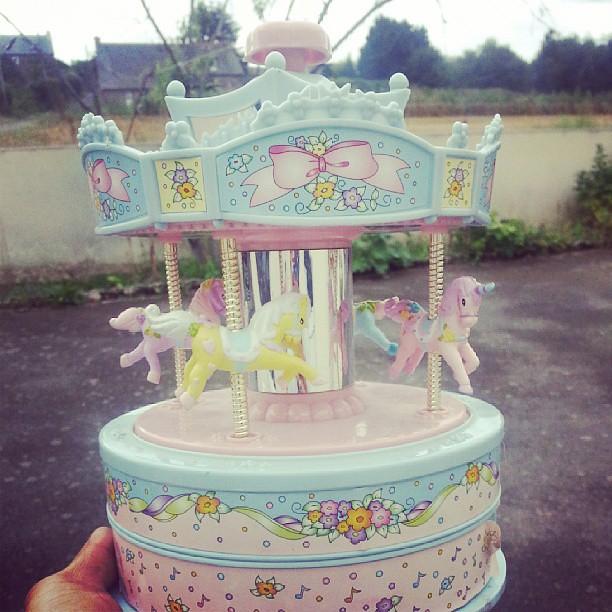 ★ petit chinage: une boîte à musique ★ #brocante #chinage #videgrenier #vintage #vintagetoys #blog #blogueuse #ourlittlefamily #france #paimpol