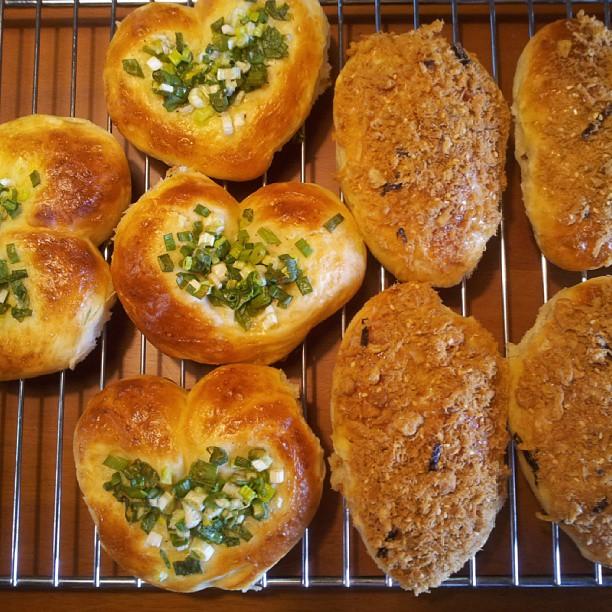 20130913 今日出爐 : 親愛的蔥花與肉鬆麵包