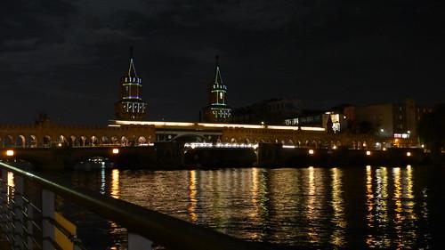 Oberbaumbrücke mit vorbeifahrender S-Bahn