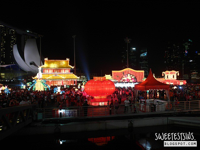 chinese new year day 1 2014 (11) river hongbao