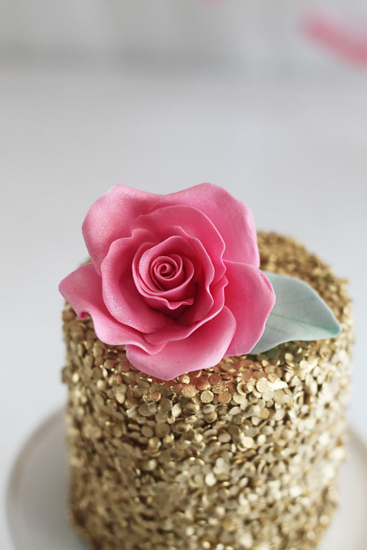 edible gold sequins cake