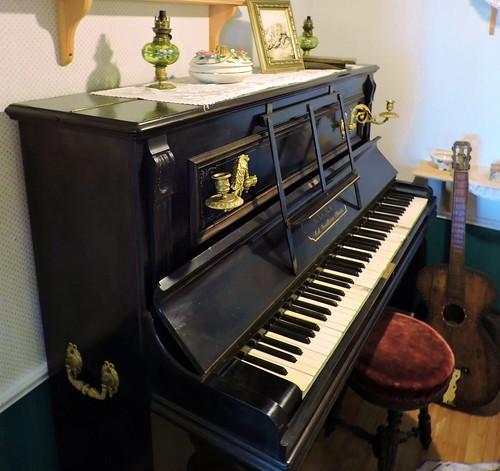 mypics piano guitar stpierre stpierreandmiquelon stpierreetmiquelon france saintpierre saintpierreetmiquelon saintpierreandmiquelon museum larche