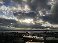 Glassy waters. #everett #sunset #clouds #portgardnerbay #portofeverett #whidbeyisland #jettyisland #weyerhaeuser #glowy #pnw #pnwonderland #fvmf17