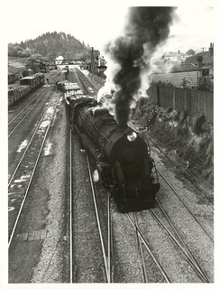 A southbound goods train, pulling out of Taihape Station.