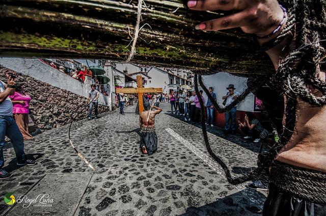 flagelante y encruzado camino al ex convento Taxco 2017