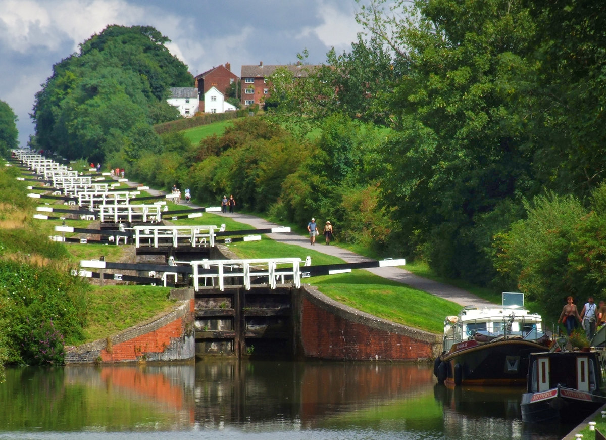 Caen Hill Locks, Devizes, Wiltshire. Credit BazViv