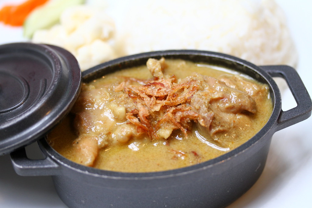 Bangkok Jam's Yellow Curry Chicken