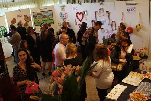 Druga prodajna izložba radova dece iz Sigurne kuće 2012.
