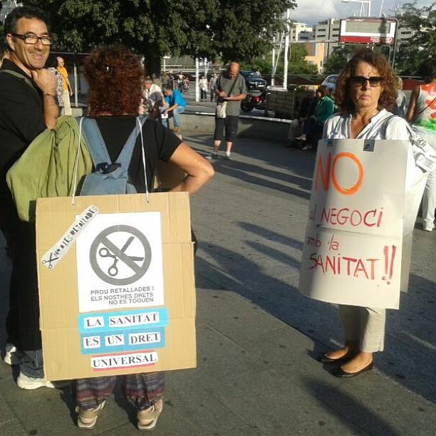 """""""La sanitat és un dret universal"""" en la concentració setmanal davant la mútua de #terrassa"""