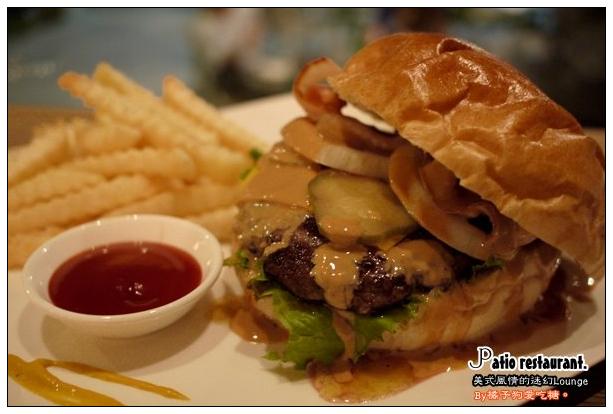 【台中散策食記】Patio院子餐廳:微醺的美式Lounge~花生醬 ...