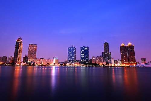 sunset sea favorite building night river nikon cityscape nightshot edited taiwan clear kaohsiung bluehour nikkor 台灣 高雄 愛河 d4 85大樓 真愛碼頭 光榮碼頭 nikonafs1635mm4g longexplorsure