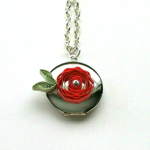 Quilled Flower Locket - Detail