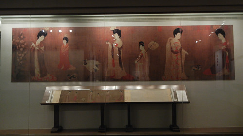 DSCN6221 _ Enlarged replica of 簪花仕女图 (Court Ladies Adorning Their Hair with Flowers), 周昉 Fang ZHOU, 46x180cm, Liaoning Museum, Shenyang, China