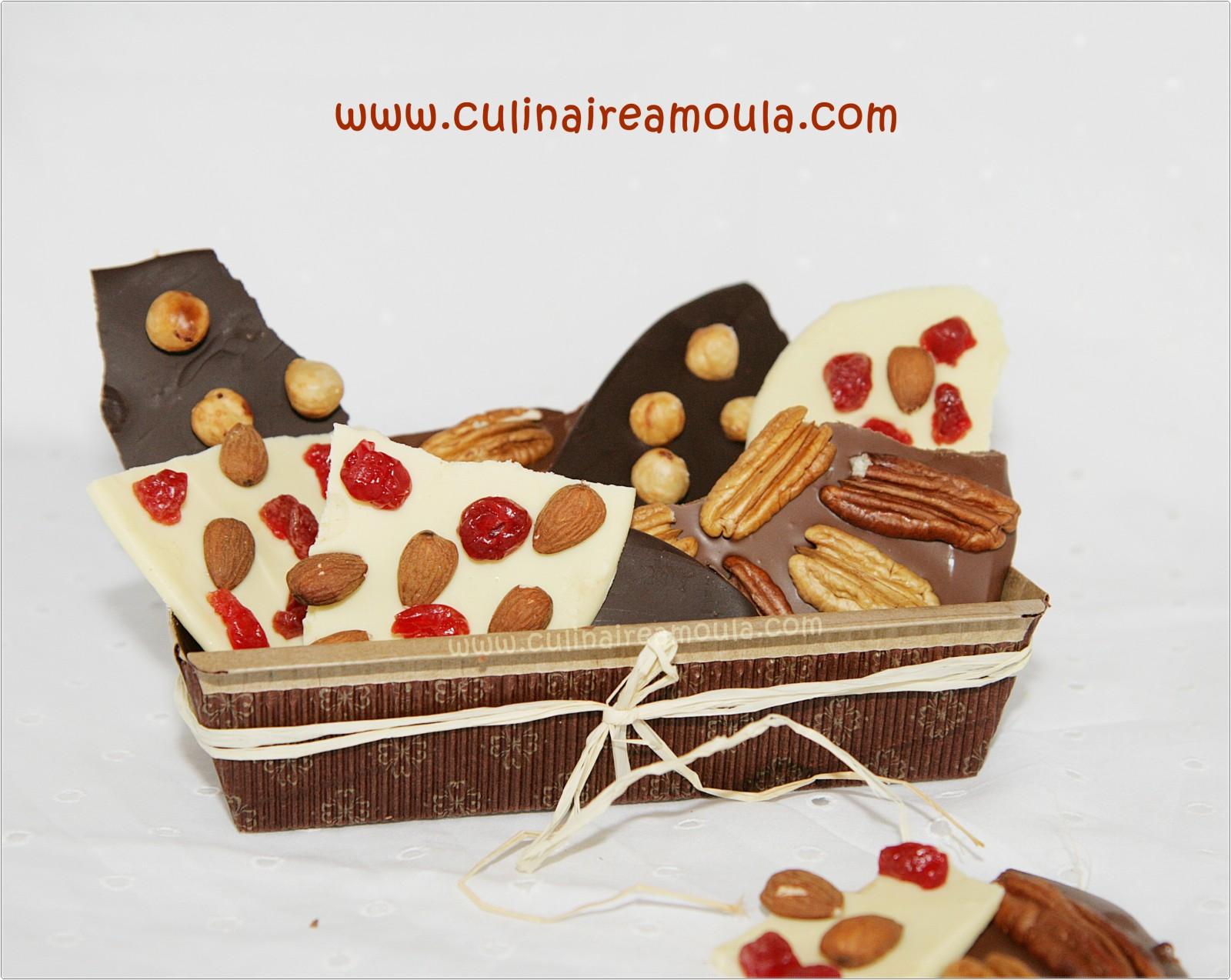 Mendiants au 3 chocolats, noir, lait et blanc  http://www.culinaireamoula.com/article-mendiants-au-trois-chocolats-noir-lait-et-blanc-121408880.html