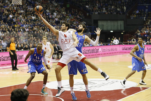 Olimpia keeps up 71-78 in a full Forum