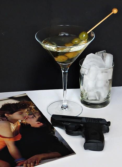 James Bond hat ein Lieblingsgetränk: Wodka-Martini. Geschüttelt , nicht gerührt. / #ShakenNotStirred