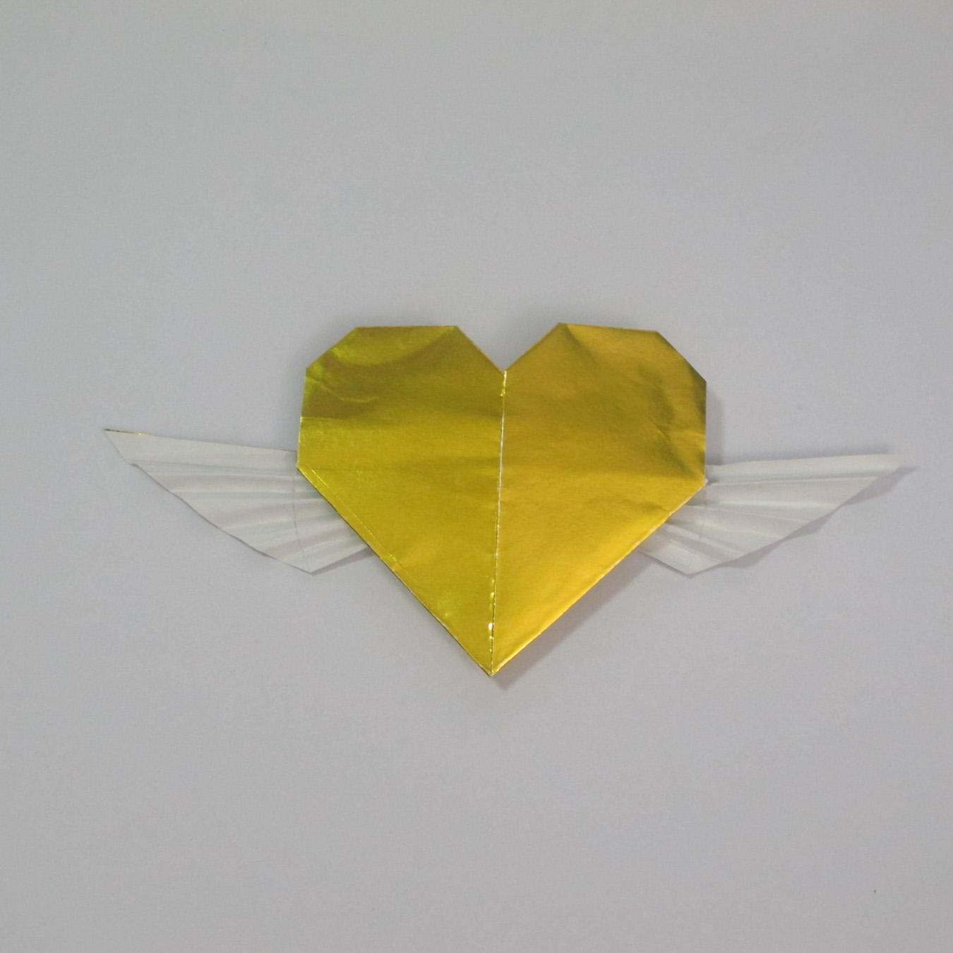 วิธีพับกระดาษเป็นรูปหัวใจติดปีก (Heart Wing Origami) 029