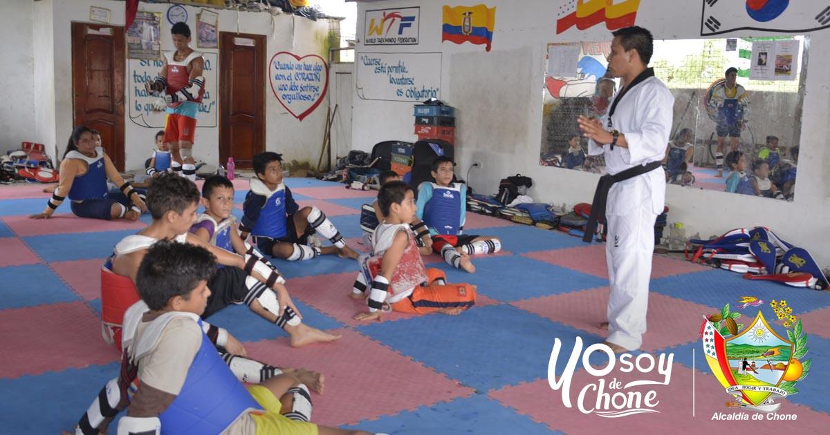 Niñez y juventud chonense participan en el curso vacacional municipal de taekwondo
