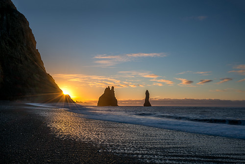 seastacks reynisdrangar vik iceland sunrise