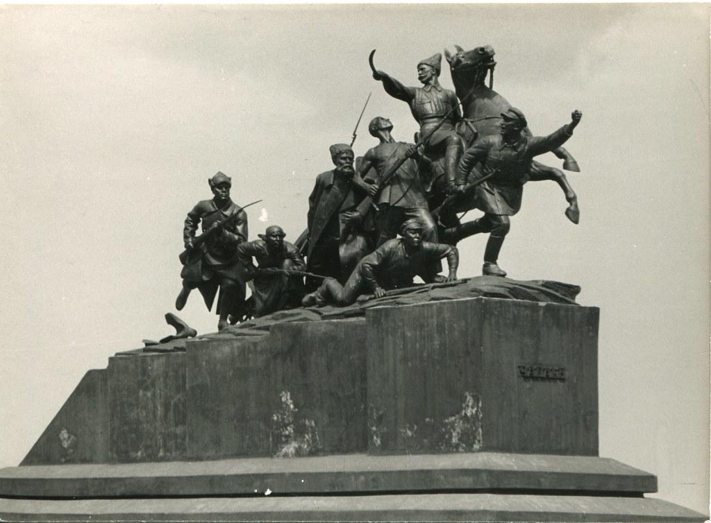 42_Памятник Чапаеву_скульптор М.Г. Манизер