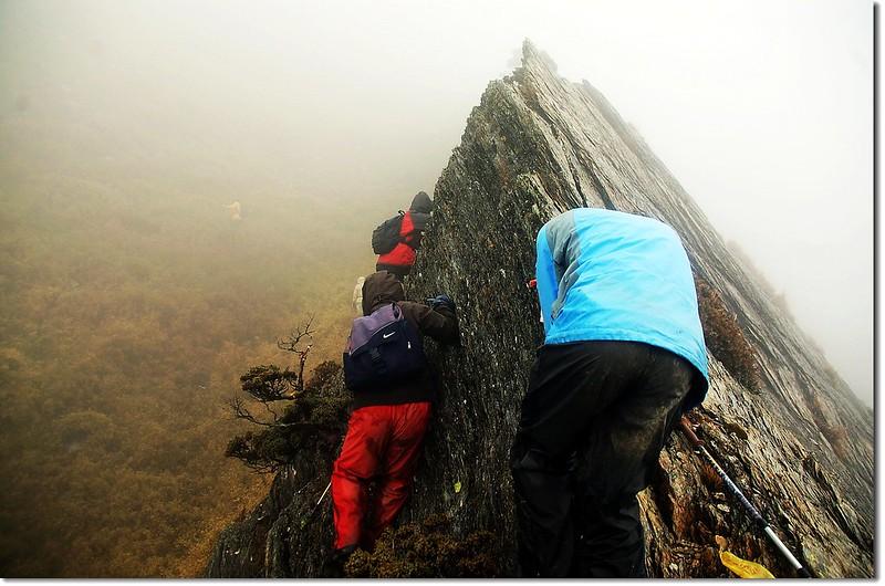 攀越刀片岩 3