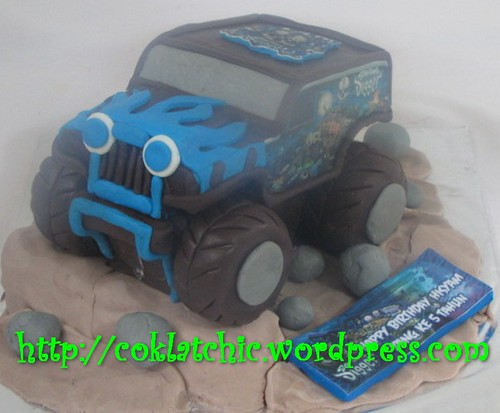 Cake Monster Truck Digger