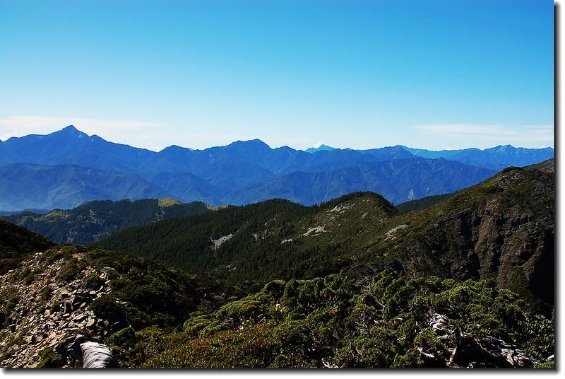 雪山北峰東南眺中央山脈北二段群山