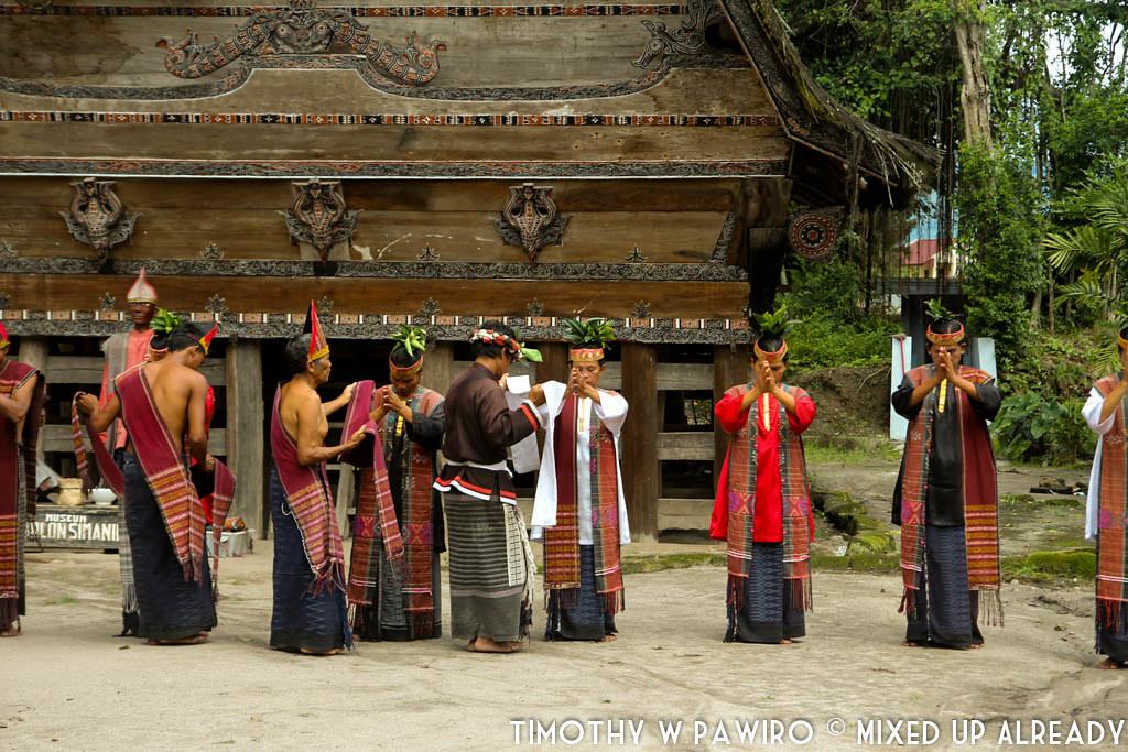 Indonesia - Medan - Museum Huta Bolon Simanindo - Mangalahat Horbo - Gondang Marsiolop-olopan