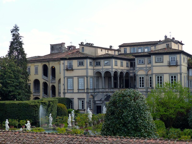 this is a photo of the botanical garden in lucca