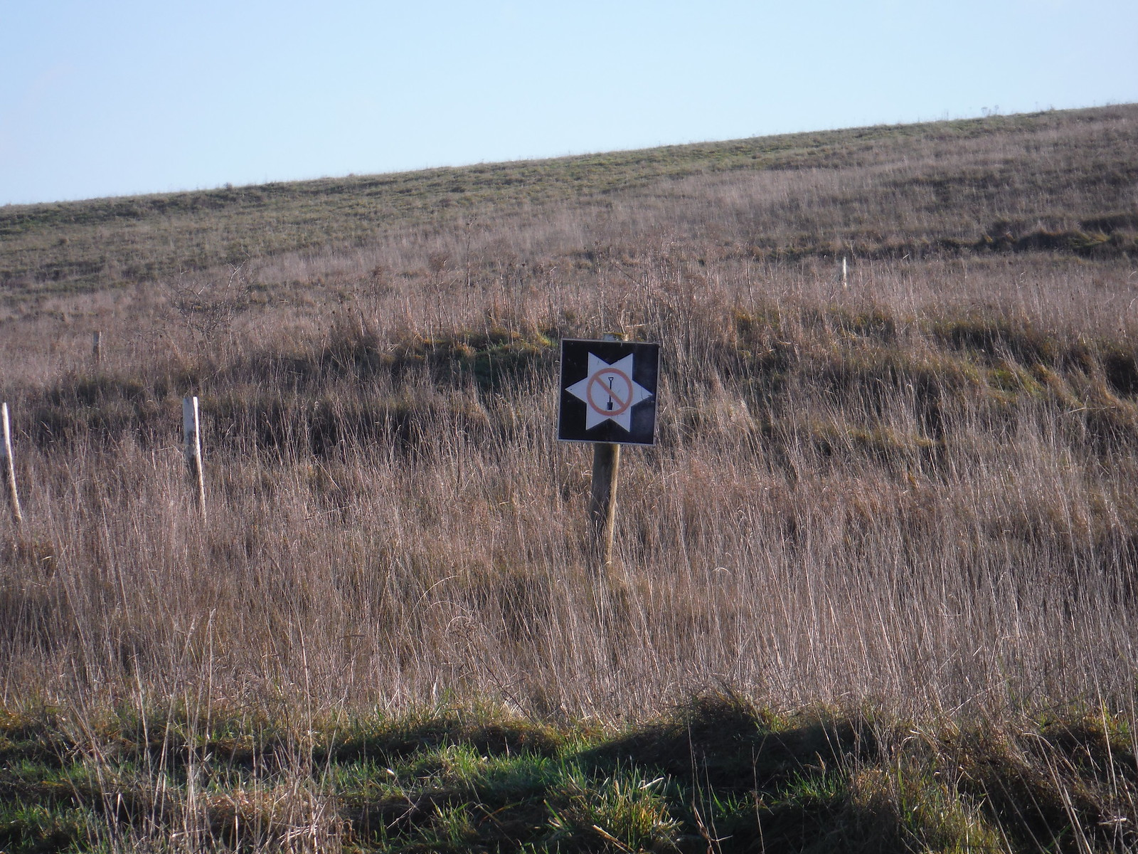Imber Range, 'No Digging'-sign SWC Walk 286 Westbury to Warminster (via Imber Range)