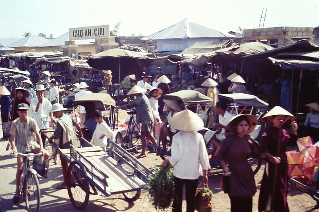 Market Scene - Chợ An Cựu, Huế 1969