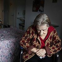 Mujer mayor sola