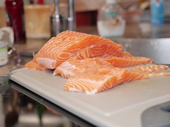 salmon-like fish(0.0), fish(0.0), salmon(1.0), fish(1.0), lox(1.0), food(1.0), cuisine(1.0), smoked salmon(1.0),