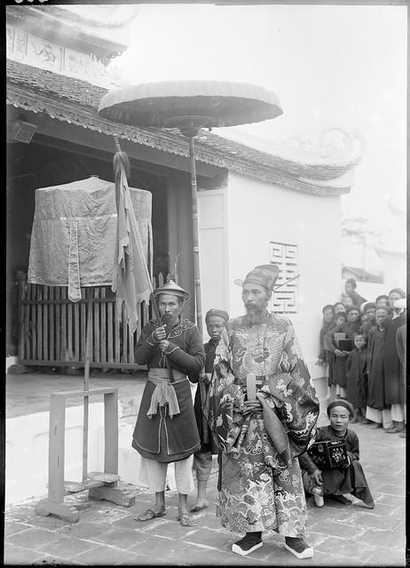 1897 Nam-Dinh - S.E. Cao-Xuan-Duc, tong-doc de la province venant de participer aux salutations à la pagode royale, des lauréats du concours triennal