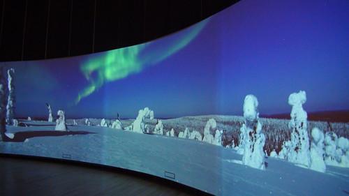 大型螢幕展示芬蘭各地的四季風景 攝影翠珊
