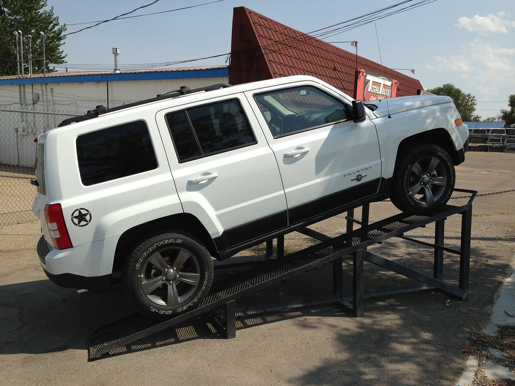 jeep patriot forums fs oem gunmetal 17 in wheels and tires freedom edition. Black Bedroom Furniture Sets. Home Design Ideas