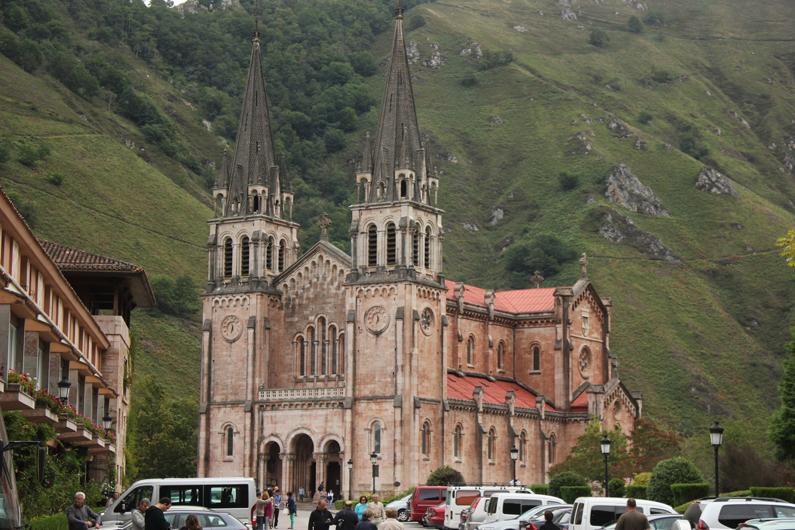 Covadonga---look-turismo---heelsandroses-(1)