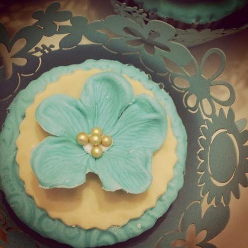 Beautiful CupCake by @ChristeleenvdM contact me for Cakes, Cupcakes and Cookies for any event. Birthday, Bachelorette, Wedding, Christening and Farewell.   www.therabbitandtherobin.co.za {follow me @robindeel on Instagram} Official @rabbitandrobin  #cake