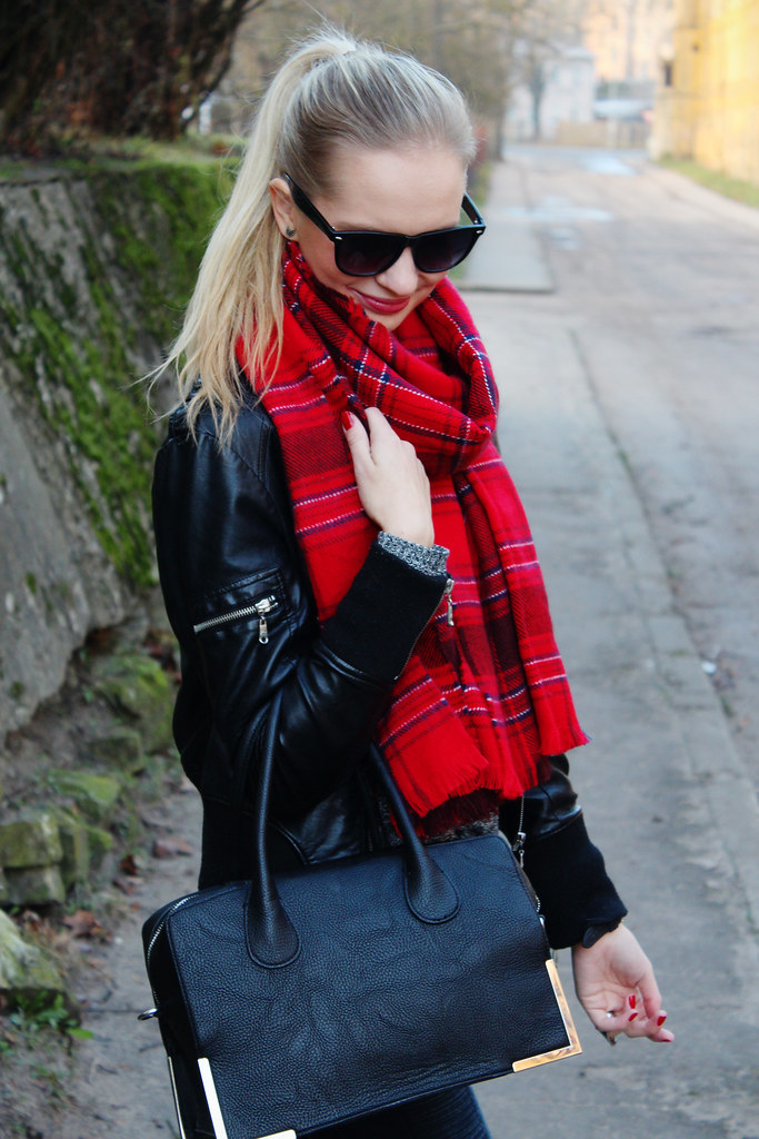 Outfit of the day on Call me Maddie: blonde girl wearing tartan H&M scarf, leather jacket from new yorker, chelsea boots from H&M, grey sweater from H&M, geneva watch from  Ebay, biker style denim pants from H&M, aztec print ring, arrow earrings, black ray ban type sunglasses from C&A. How to wear tartan scarf?