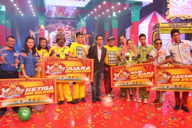 Dari kiri, kump Aku Diandra, OMG, Encik Ahmad Izham Omar, Ketua Pegawai Eksekutif Kumpulan, Rangkaian Televisyen, Media Prima Berhad , Apa Kasih Toq, AKU
