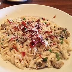 spaghetti(0.0), meat(0.0), fettuccine(0.0), produce(0.0), pasta salad(1.0), pasta(1.0), food(1.0), dish(1.0), carbonara(1.0), cuisine(1.0),