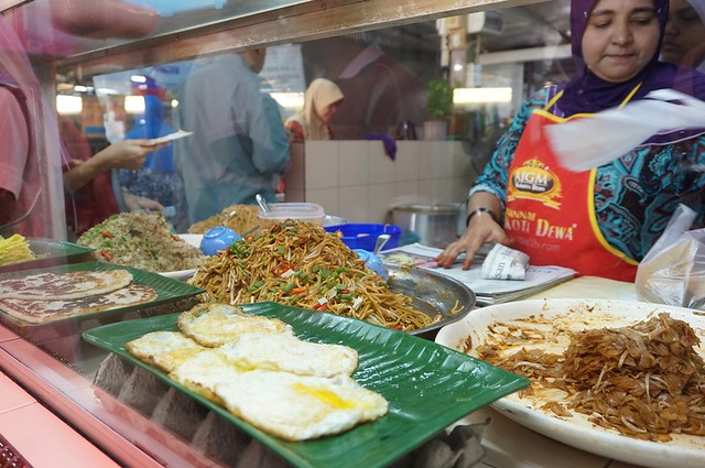 Halal breakfast in Penang Astaka Taman Tun Sardon-023
