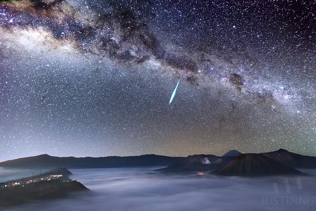 130506-Eta Aquarid Meteor Shower in  Mount Bromo