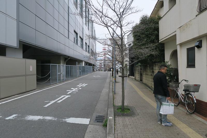 阪神西宮站外面的小巷道