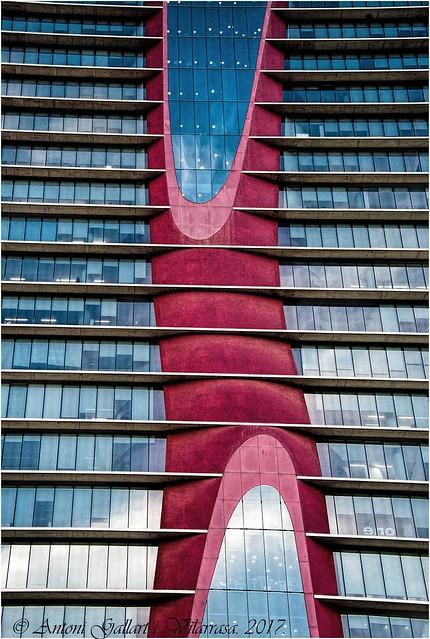 El reflex d'un núvol a la planta 69.  (Ciutat dels negocis - L'Hospitalet - Catalunya). EXPLORE 21/04/2017