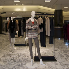 clothing(1.0), boutique(1.0), fashion(1.0), display window(1.0), design(1.0), mannequin(1.0), retail-store(1.0),