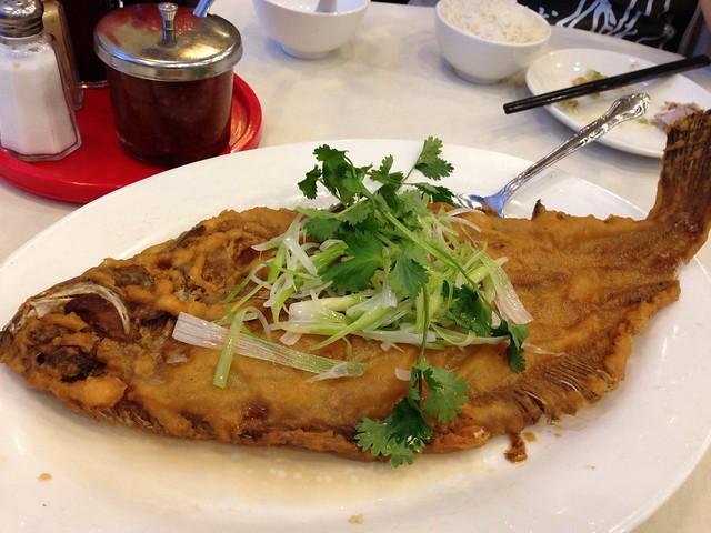 乾煎大龍利 (Crispy Flounder Fish)