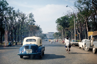 Đường Thống Nhứt 1966-68 & Photo by John Rellis